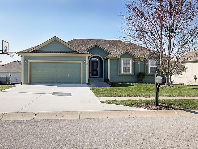 805 NW Redbud Dr, Grain Valley MO 64029