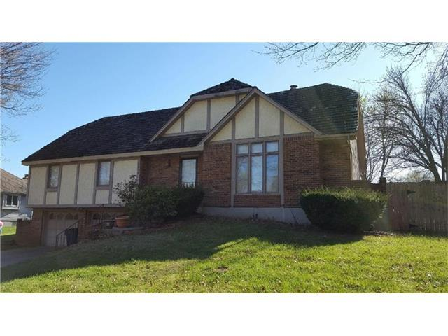 1913 NW Manor Dr, Blue Springs MO 64014
