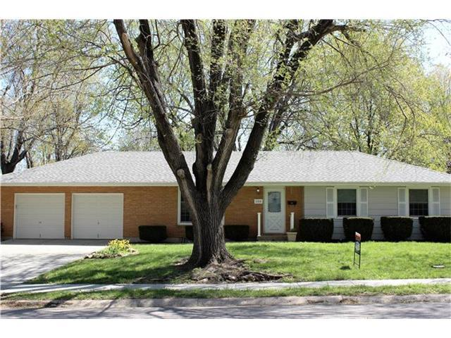 106 NW 3rd St, Blue Springs MO 64014