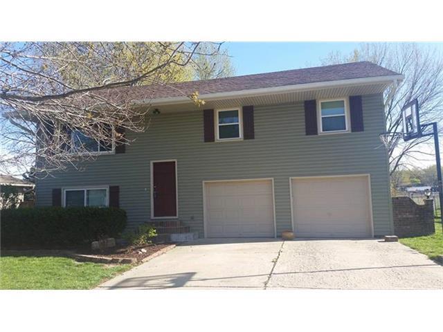 209 E Jefferson St, Buckner MO 64016