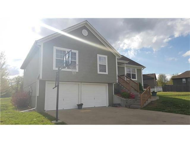 1019 NW Dogwood Dr, Grain Valley MO 64029