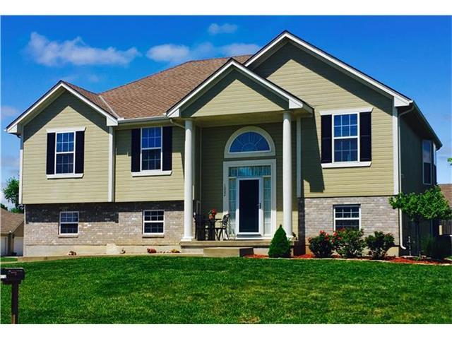 1002 NW Baytree Dr, Grain Valley MO 64029