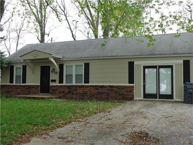 828 N Woodland Rd, Olathe KS 66061