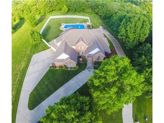 1304 SW Winport Dr, Blue Springs MO 64015