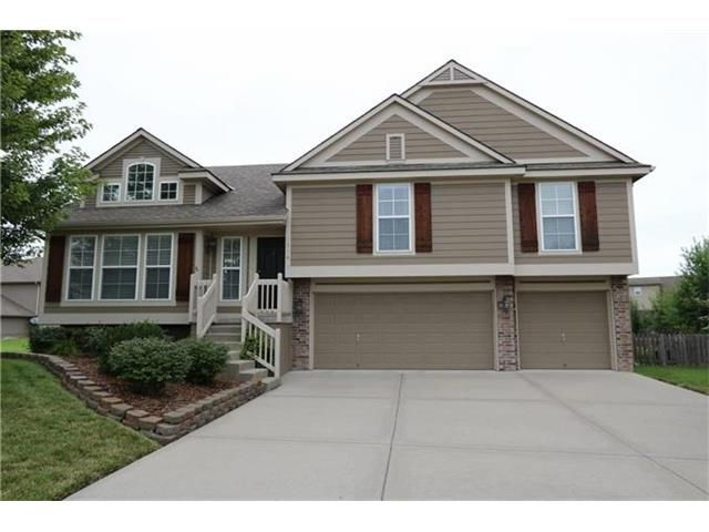 1516 Cove Dr Raymore, MO 64083