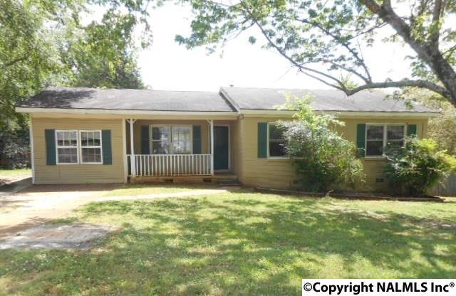 3012 NW Shadow Lawn Dr, Huntsville AL 35810