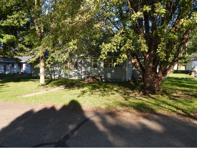 420 S Scott St, Elmwood, WI