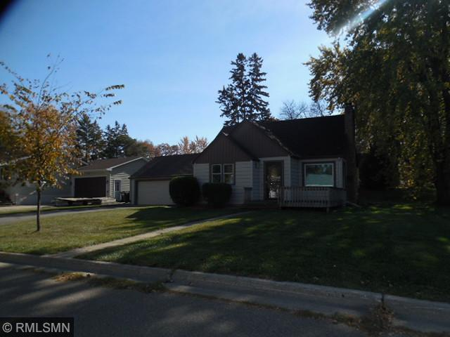 966 Lewis Ave, Hutchinson, MN