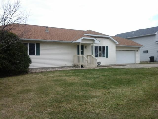 702 6th St, Ellendale, MN