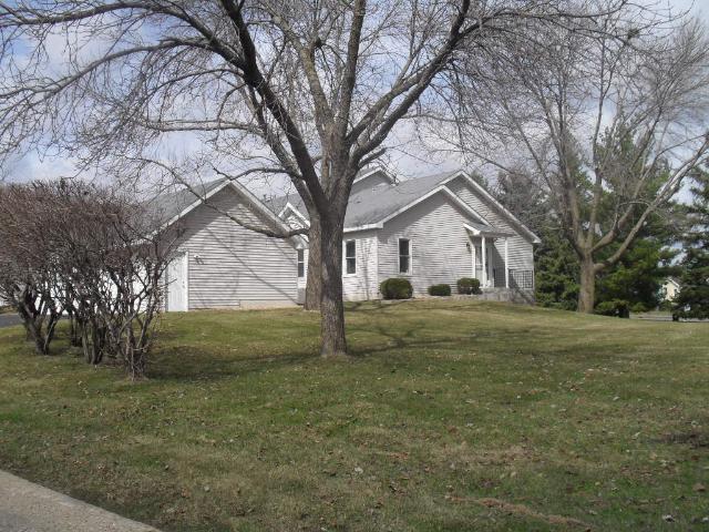 10250 Arrowwood Dr, Eden Prairie, MN