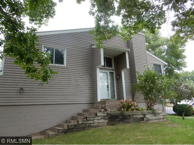 9124 Neill Lake Rd, Eden Prairie, MN