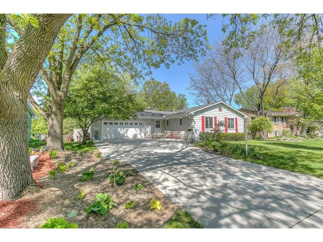 2400 Lamplight Dr, Saint Paul MN 55125