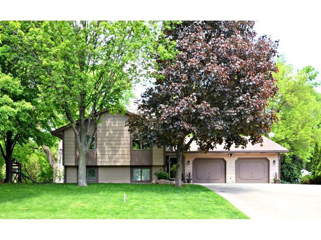 16720 N Hillcrest Ct, Eden Prairie MN 55346