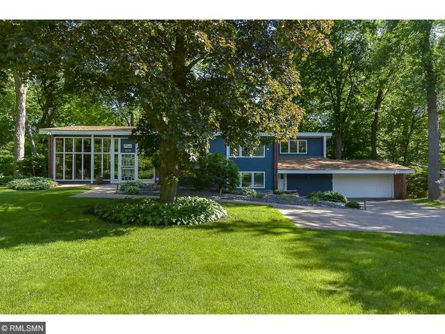 676 Maple Park Dr, Saint Paul, MN