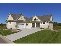 10 Kestrel Ct, North Oaks, MN 55127