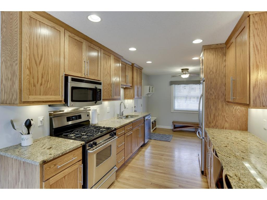 Apple Valley Kitchen Cabinets 6705 133rd St W Apple Valley Mn For Sale Mls 4808343 Movoto