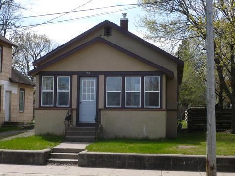221 10th Ave N, Saint Cloud, MN 56303