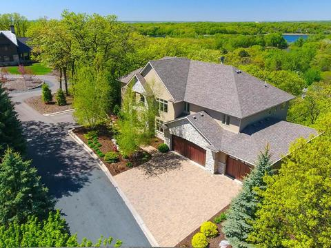 8830 Deer Ridge Ln, Bloomington, MN 55438
