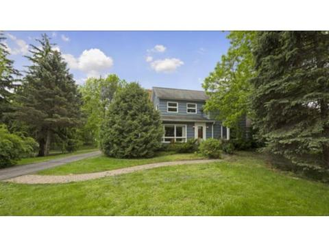 27095 Edgewood Rd, Excelsior, MN 55331