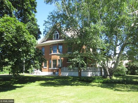 432 N Shore Dr, Forest Lake, MN 55025