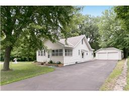 626 County Road C W, Roseville, MN 55113