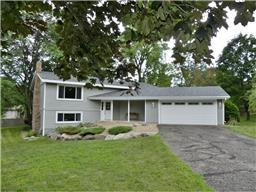 1817 Country View Dr, Burnsville, MN 55337