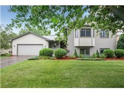 9122 Rosewood Ln N, Maple Grove, MN 55369