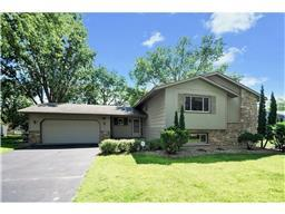 720 Tanglewood Dr, Shoreview, MN 55126
