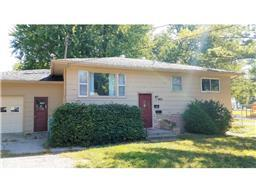 905 5th St SW, Waseca, MN 56093