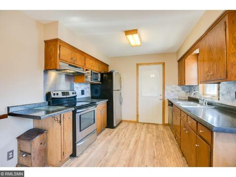 132 Hayes Rd, Apple Valley, MN (24 Photos) MLS# 4944681   Movoto