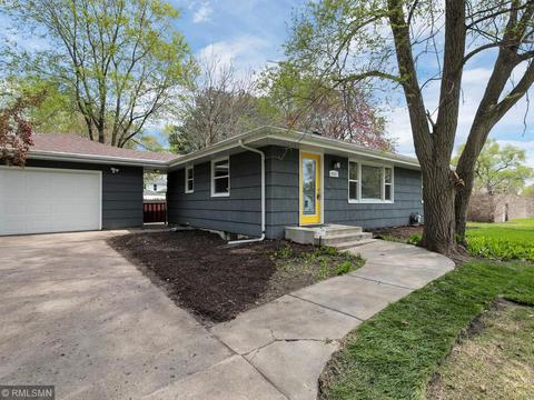 Enjoyable East Bloomington Bloomington Real Estate 148 Homes For Home Interior And Landscaping Oversignezvosmurscom