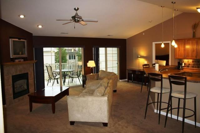 670 E Lake Ave #APT 208, Lake Delton WI 53940