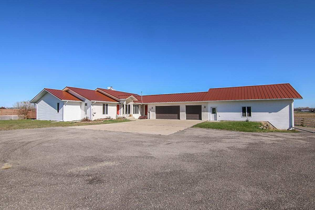 852 Clarkson Rd, Marshall, WI
