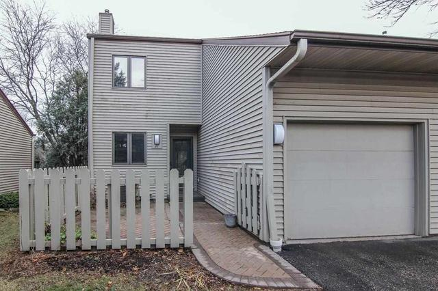 27 Oak Grove Dr #APT 27, Madison WI 53717