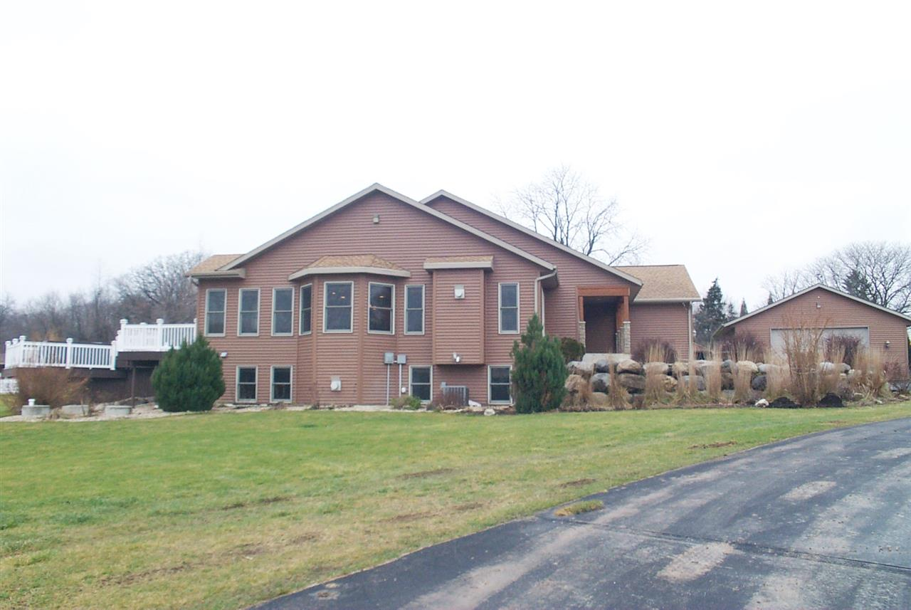 815 Clarkson Rd, Marshall, WI