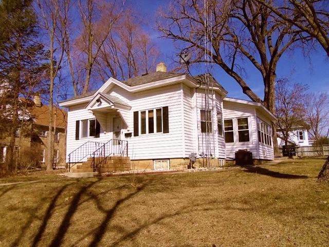 523 W Pleasant St, Portage WI 53901