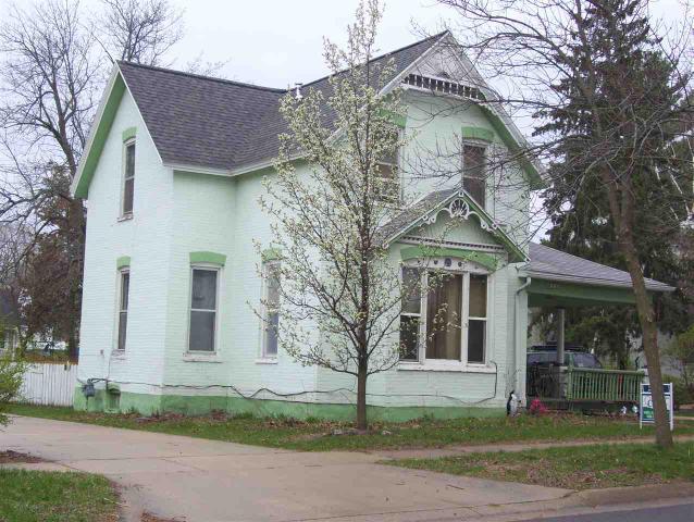212 W Emmett St, Portage WI 53901