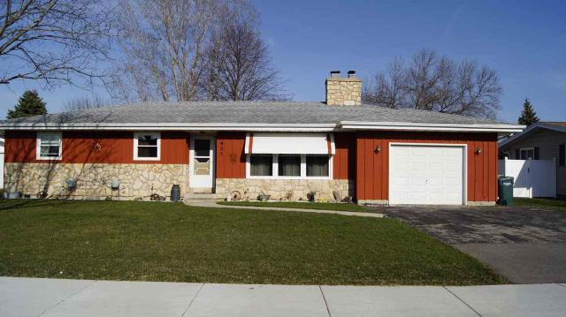 925 S Lincoln Ave, Beaver Dam WI 53916