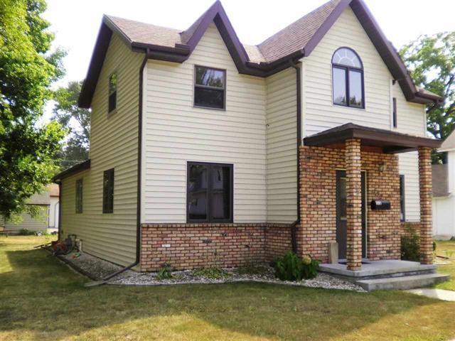 132 E Carroll St Portage, WI 53901