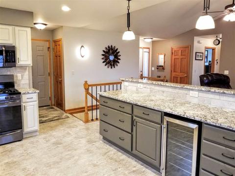 710 Eagle Crest Dr, Madison, WI 53704 MLS# 1854447 - Movoto com