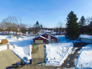 449 Fairview Ct, Hartland, WI