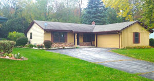 285 Willow Dr, Hartland, WI