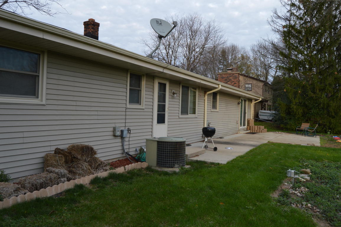 s78w17707 canfield dr muskego wi 21 photos mls 1556612 movoto