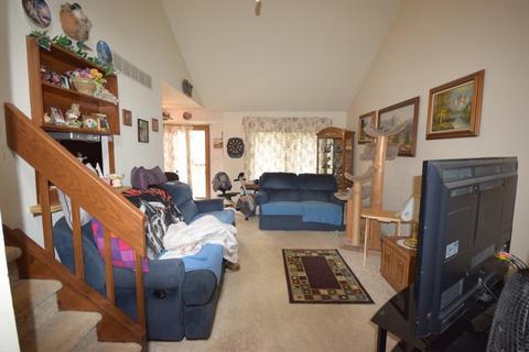 625 W Tamarack Dr, West Bend, WI (14 Photos) MLS# 1600779   Movoto