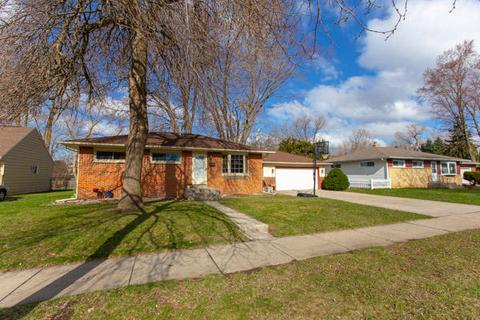 610 Peters Dr Waukesha Wi 53188 26 Photos Mls 1632686 Movoto