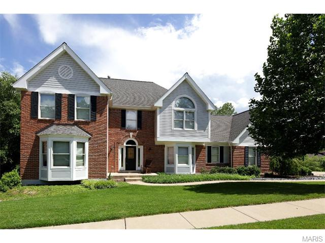 1444 Highland Valley Cir, Chesterfield, MO
