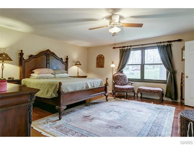 2952 Corral Ct, Villa Ridge MO 63089