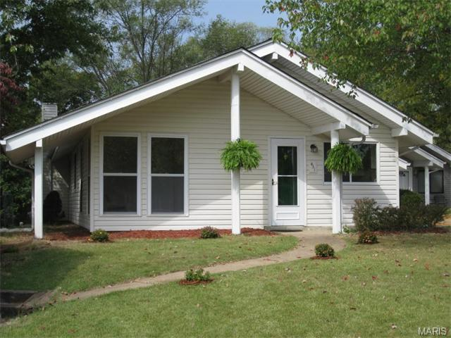 431 Country Downs Dr, Ballwin, MO