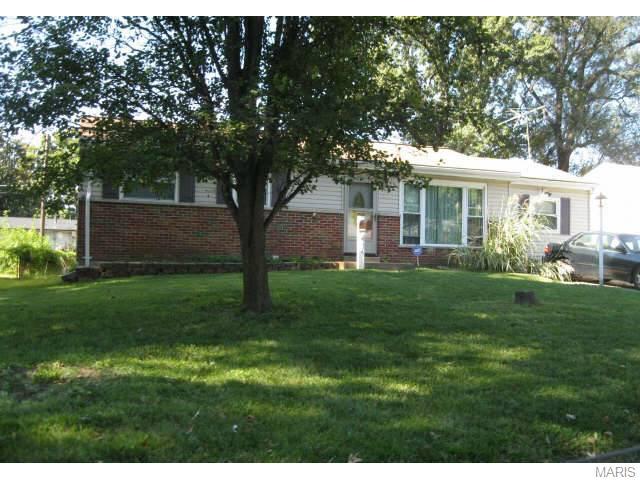 534 Holiday Ave, Hazelwood, MO
