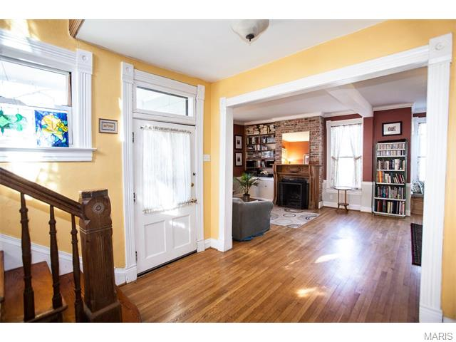210 N Old Orchard Ave, Saint Louis MO 63119